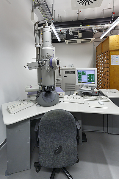 Transmission electron microscope Tecnai 12 (FEI), 120 kV, STEM-Unit, MegaView2 Camera and plate camera, (© FLI)